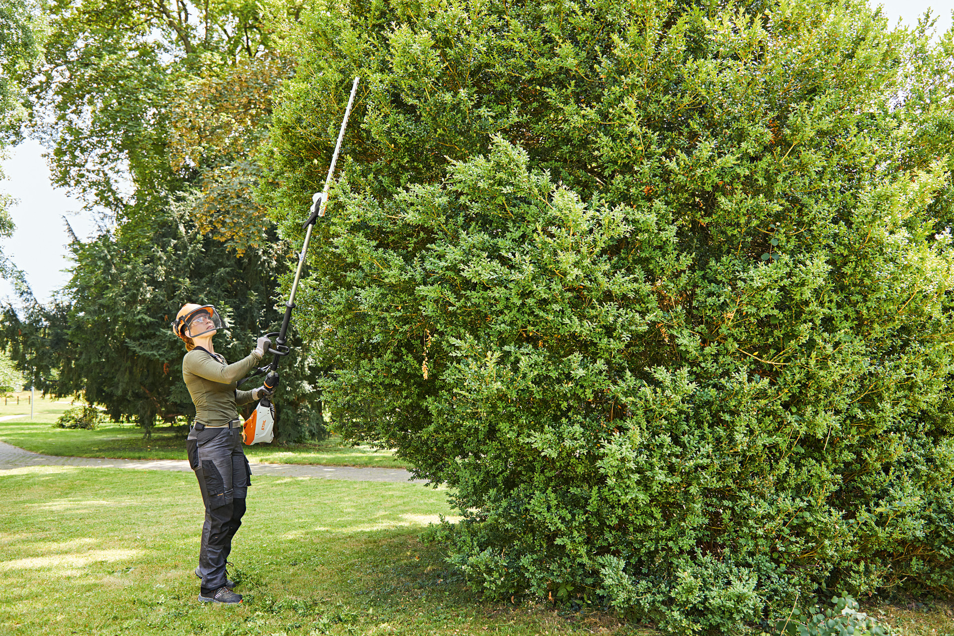 STIHL LAUNCHES MOST POWERFUL CORDLESS LONG-REACH HEDGE TRIMMER